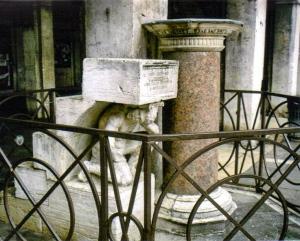 Hunchback statue, Venice